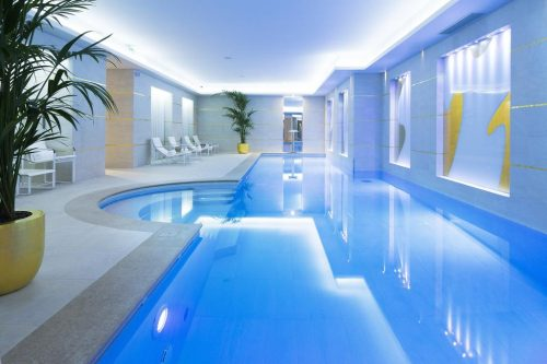 piscina do hotel em Paris