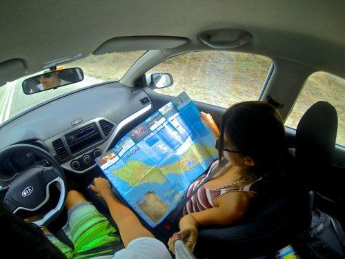dirigindo em curaçao com mapa