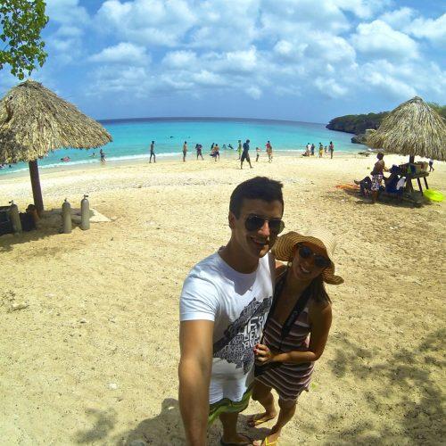 eu e leo na praia kenepa Chiki em curaçao