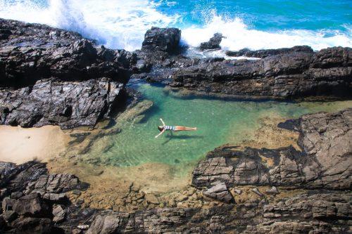 Boiando na piscina natural do IER