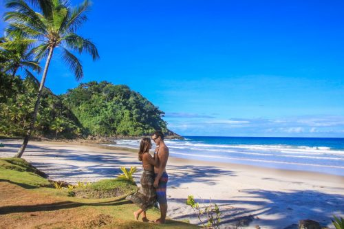 casal na praia do itacare eco resort