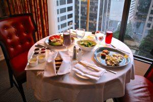 café da manhã no quarto do four seasons vancouver