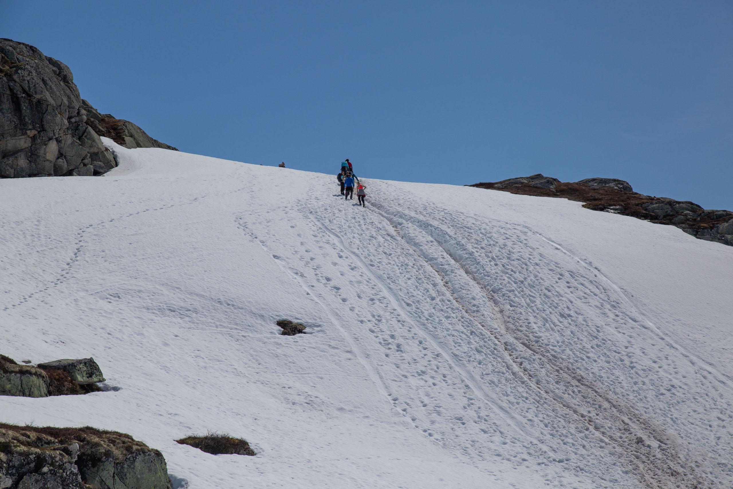 neve na trilha para trolltunga