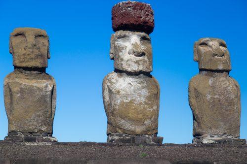 Moai com detalhes das unhas grandes