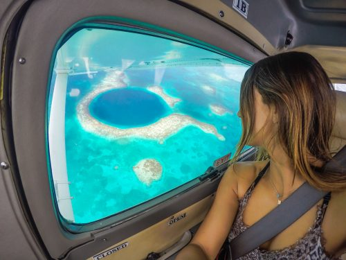 De dentro do avião vendo o Blue hole