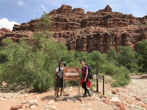 placa na trilha indicando Supai