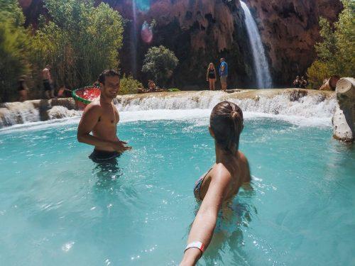 nadando na Havasu Falls