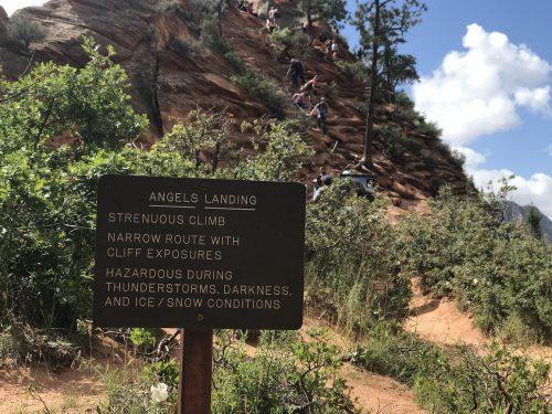 Placa com aviso sobre a Angels Landing