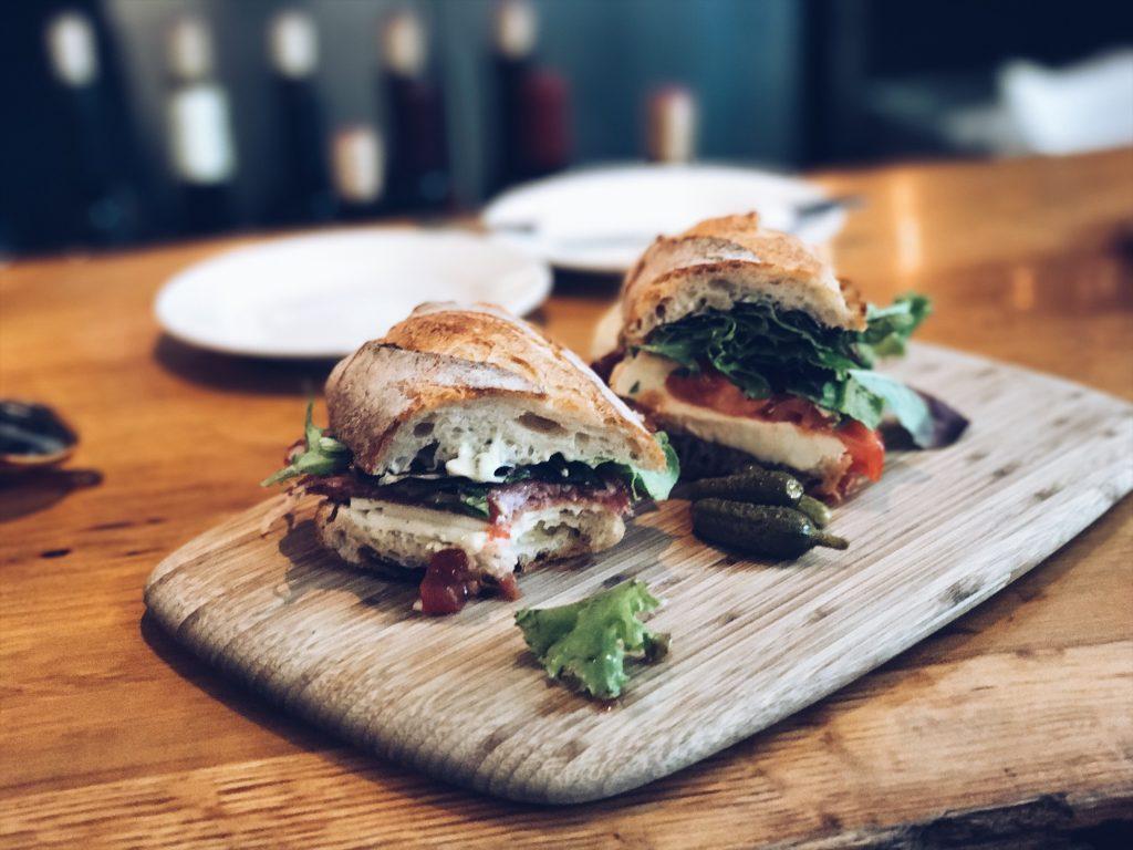 sanduíche no oxbow market na California