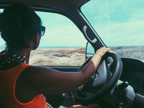 no carro para o roteiro de um dia em aruba