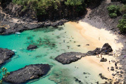 Melhores Praias Do Brasil.vista de cima da praia baia do sancho em Noronha