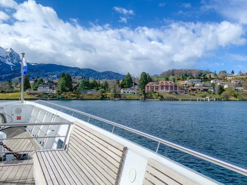 vista do barco em cruzeiro no lago lucerna