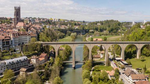 Ponte de Zaehringen em Fribourg na Suíça