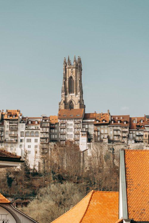 catedral de fribourg na cidade