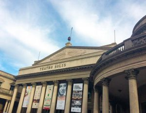 Onde ir em Montevidéu - Teatro Solis - cartão postal da cidade de Montevidéu