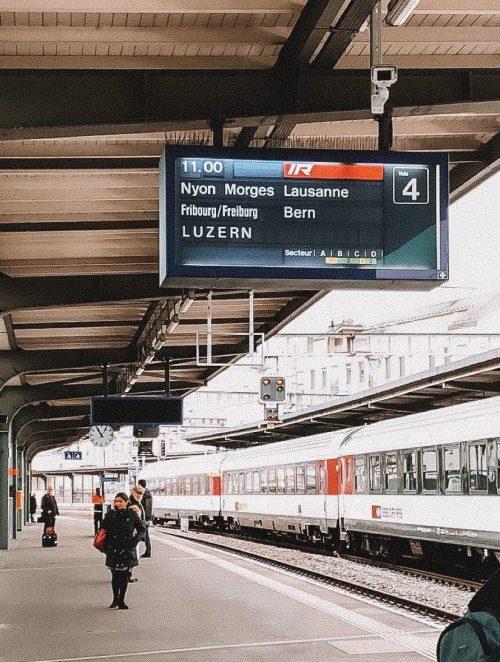 trem no roteiro de inverno na suíça