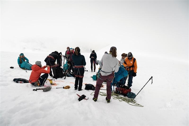 grupo pronto para descer a montanha Breithorn